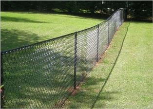 ограда из металлической сетки-рабицы