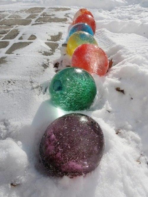Зимний декор – ледяные цветные шарики