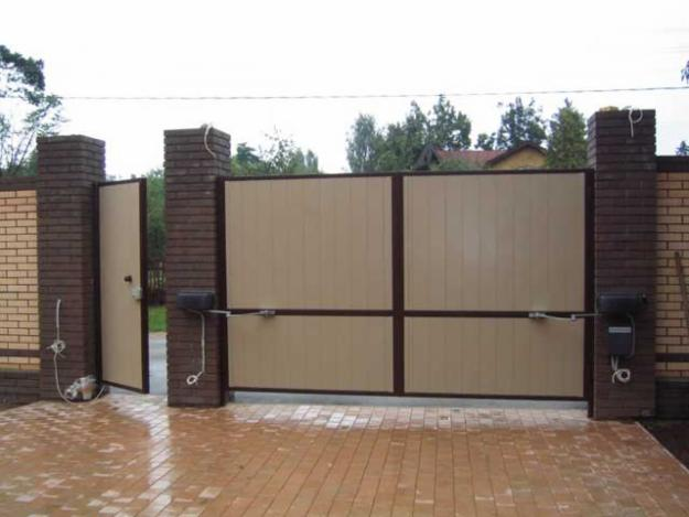 Распашные ворота и калитки для дачи