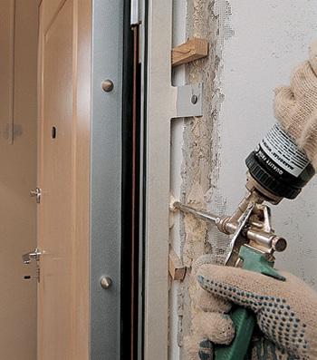 Как правильно установить дверь в дверную раму